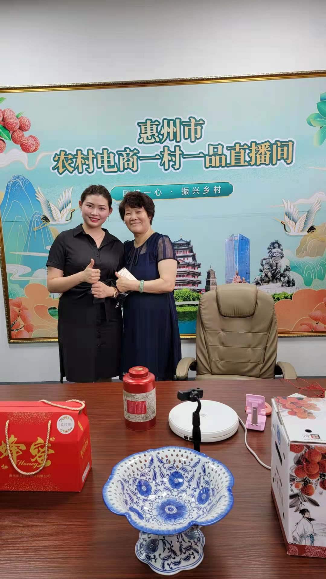 我台领导考察惠州市电子产业园区直播基地参观指导