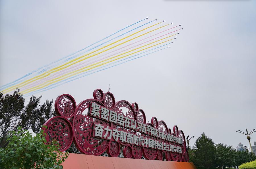 航空工业6型71架军机组成空中仪仗,15架歼20首次最大规模亮相